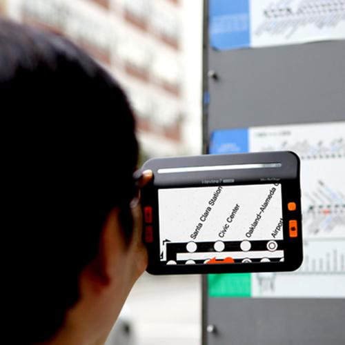 Lupa i-loview sendo utilizada no modo de visualização a distância
